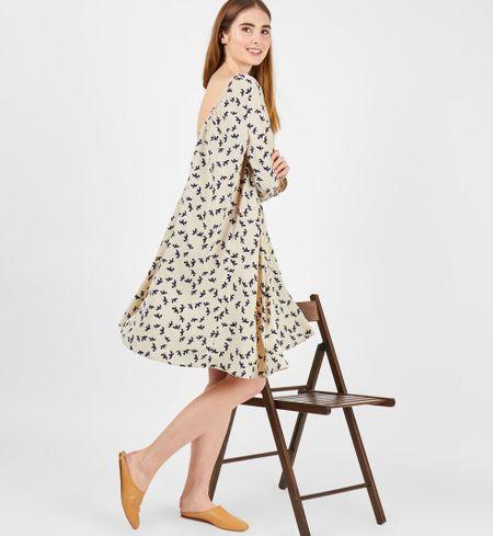 25cc4f02234 Платье миди с вырезом на спине с птичками молочное - labgrafika.ru