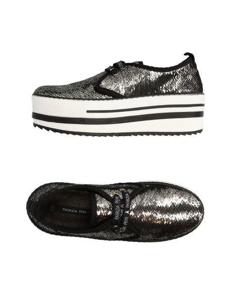 Фото PATRIZIA PEPE Низкие кеды и кроссовки. Купить с доставкой