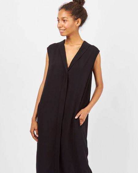 ed9002ad327 12Storeez Платье миди без рукавов со шлицей (черный)